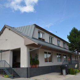 Na predaj polyfunkčnú budovu so 4 bytmi v obci Lietavská Závadka, vzdialenej 15km od Žiliny. Objekt sa nachádza na pozemku o celkovej výmere 696m2, ...