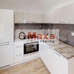 Ponúkame Vám exkluzívne na predaj 1 izbový byt v širšom centre mesta Žilina. Byt má výmeru 28m2 prešiel kvalitnou a kompletnou rekonštrukciou, kedy v ...