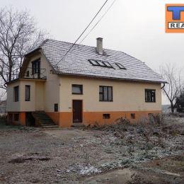 Výhradne iba v TUreality!!! na predaj dvojgeneračný rodinný dom, o celkovej výmere 726m2, a zastavanej ploche 132m2. Nachádza sa vo vyhľadávanej ...