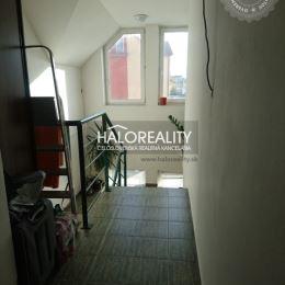 Ponúkame Vám na predaj veľký trojizbový byt v novostavbe v centre mesta Sereď, v polyfunkčnom dome, s celkovou podlahovou plochou 98 m². Byt ponúka ...