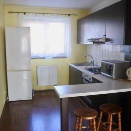 Ponúkam na prenájom tento 1-izbový útulný byt v bezprostrednej blízkosti centra mesta Poprad. Byt Vám ponúka 39m2 čo Vám zaručí priestor aj ...
