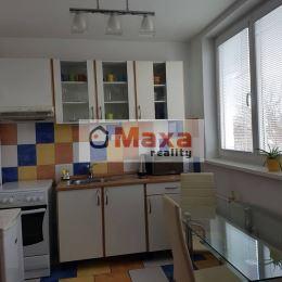 Ponúkame Vám na prenájom jednoizobový byt s veľkou lódžoiu v Prievidzi. Byt je o rozlohe 39m/2 na 3/4 poschodii. Byt vyniká svojou lokáciou priamo v ...