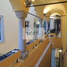 Ponúkame Vám na prenájom kancelárie v centre Starého Mesta Bratislava I.Výmera 35,83 m2 + 24,37 m2 + 22,98 m2, spolu 73,18 m2, výťahStav ...