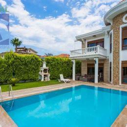 Realitný maklér Vlastimil Beseda a realitná kancelária BV REAL ponúka na predaj 4 izbovú luxusnú, zariadenú rodinnú vilu Antalya Kemer, Turecko. ...