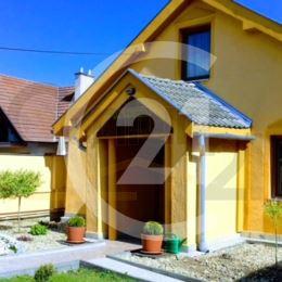 Na predaj rodinný dom, ktorý funguje ako kompletne zariadené ubytovacie zariadenie, pozostávajúce z dvoch budov, ktoré sú postavené blízko centra ...