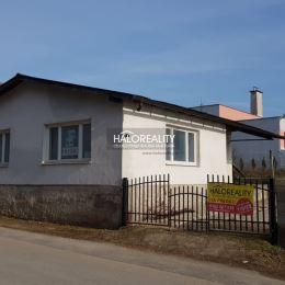 Ponúkame na predaj prízemný rodinný dom v osobnom vlastníctve v Plešivci. Dom sa nachádza v centre mesta, neďaleko námestia. Napojený je na mestský ...