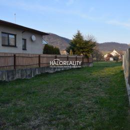 Ponúkame na predaj veľký, krásny a slnečný stavebný pozemok priamo v obci Fintice o rozlohe 1100 m². Jedná sa o rovinatý pozemok o rozmere cca 7 x 30 ...