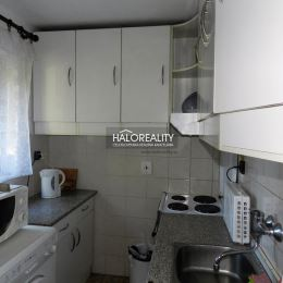 Ponúkame na predaj dvojpodlažnú murovanú chatu v chatovej časti mesta Kolárovo - Čergov. Chata pri rybníku je vhodná na rekreáciu ako aj na trvalé ...