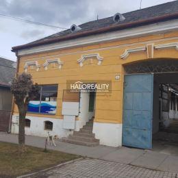 Ponúkame na predaj rodinný dom v osobnom vlastníctve v meste Plešivec. Dom sa nachádza na hlavnej ulici, neďaleko námestia. Dom bol v minulosti ...
