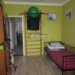 Ponúkame na predaj zrekonštruovaný trojizbový byt s loggiou, v OV, na sídlisku Západ v okresnom meste Levoča.Byt s celkovou plochou 74,80 m² vrátane ...