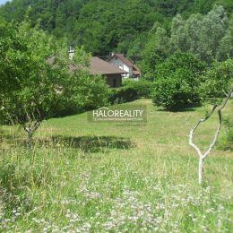 Ponúkame na predaj pozemok na rodinný dom v obci Kľačno, s rozlohou 1328 m². Pozemok je mimo hlavnej cesty, je rovinatý, v zadnej časti svahovitý, je ...