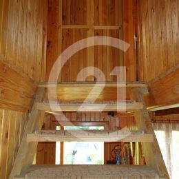 Century 21 a Katarína Gilbertson Vám EXCLUZÍVNE ponúka na predaj chatu v nádhernom prostredí v obci ZÁVADA. Nehnuteľnosť disponuje 3 nadzemnými ...