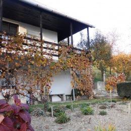 Na predaj chata so záhradou, Košice - Vyšné Opátske (Nižná Úvrať). Murovaná chata sa nachádza na pozemku o výmere 428 m2. Chata pozostáva z kuchyne ...