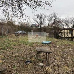 Ponúkame na predaj rovinatú záhradu s dobrým celoročným prístupom, po čiastočne spevnenej komunikácii v Barci. Záhrada je oplotená. Na vedľajšom ...