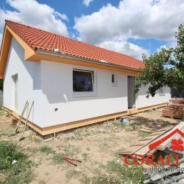 Ponúkame na predaj novostavbu 4 izbového bungalovu v Bernolákove. Nachádza sa v pôvodnej zástavbe obce. Dom má ÚP 100,89 m2 + 12 m2 veľká terasa a je ...