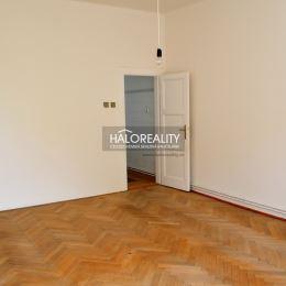 Ponúkame na predaj nadštandardný päťizbový byt 115 m² v pôvodnom stave, v Poprade na ul. 29. augusta - Poprad západ. Byt sa nachádza na 2 poschodí z ...