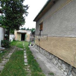 Ponúkame Vám na predaj rodinný dom v Galante- blízko centra. Rodinný dom so sedlovou strechou sa nachádza na pozemku o rozlohe 490 m². Dispozične ...