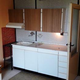 Na prenájom garsónka, Veľké Kapušany, Sídlisko P. O. Hviezdoslava. Výmera: 24 m2. Poschodíe 2/6 s výťahom a loggiou. Bytový dom je zateplený. Výborná ...