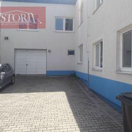 Ponúkame Vám na predaj dvojpodlažný komerčný objekt vo Vrútkach. Nachádza sa na pozemku o rozlohe 413 m2, zastavaná plocha budovy činí cca 230 m2. V ...