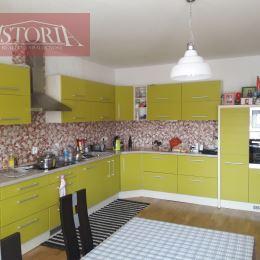 Ponúkame Vám na predaj dvojpodlažný rodinný dom vo Vrútkach. Nachádza sa na pozemku o rozlohe 638 m2 a jeho úžitková plocha činí 300 m2. Dom prešiel ...