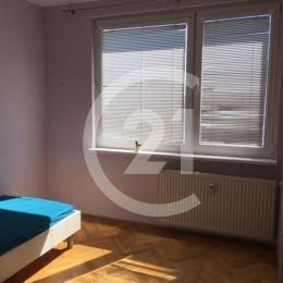 Prenajmeme slnečný útulný 3izbový byt na Chrenovej s nádherným výhľadom na celú Nitru.Kompletne zariadený s veľkou manželskou posteľou a jedným ...