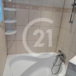 ponúka na prenájom kompletne zariadený 1-izbový byt v Nitre lokalita Chrenová ulica Trieda Andreja Hlinku. Byt má rozlohu 37 m2 a nachádza sa na ...