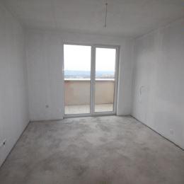 Na predaj pekný, slnečný 3-izb. byt o výmere 81m2 plus terasa o výmere 62m2. Byt sa nachádza na piatom poschodí z piatich. Byt má tri samostatné izby ...