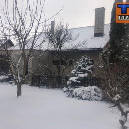 ZNÍŽENÁ CENA!!!Tureality ponúka na predaj medzi-podlažný, priestranný rodinný dom v Martine, časť Stráne na pozemku o výmere 496m2. Samotný dom je v ...