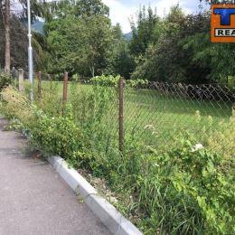 Na predaj pozemok v Martine, časť Priekopa o výmere 2350m2. Vedie k nemu asfaltová prístupová cesta, je možnosť ho rozdeliť. IS sú pri pozemku. ...