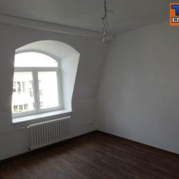Na predaj pekný 2-izb. byt o výmere 43m2. Byt sa nachádza na piatom poschodí z piatich v zrekonštruovanom obytnom dome na ulici Gunduličova. Byt sa ...