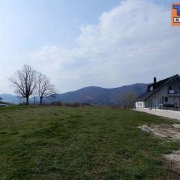 Na predaj stavebný pozemok s krásnym výhľadom na Kunerad a Rajecké Teplice. Celková výmera je 1281m2 a nachádza sa v obci Stránske. Šírka pozemku je ...