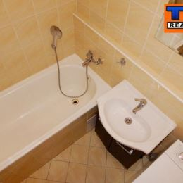 Na predaj 2 izb.byt v meste Zvolen, po kompletnej rekonštrukcii o veľkosti 65m2. Byt má nové plastové okná, stierky, podlahy, kúpeľňa a WC. Nachádza ...
