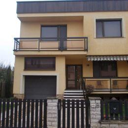 Na predaj luxusný rodinný dom 160 m2, celková podlahová plocha 280 m2, celková výmera pozemku 671 m2, Levice . Dom sa nachádza v kľudnej lokalite ...