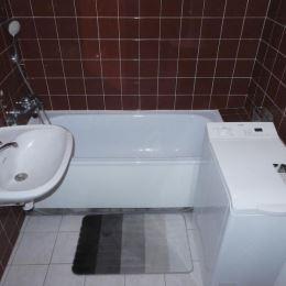 Na predaj, priestranný 1. izbový byt v Bratislave v mestskej časti Vrakuňa. Byt sa nachádza na 2NP s výťahom. Byt je o výmere 39,5 m2 + 4,5 m2 ...