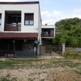Na predaj chatu na celoročne bývanie, 50 m2 a celková výmera pozemku je 1218 m2, Horné Turovce, Levice. V chate sa nachádza vstupná chodba, kde je aj ...