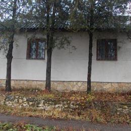 Na predaj viničný domček 30 m2, celková výmera pozemku 1519 m2, Levice. V domčeku sa nachádzajú 2 miestnosti. Na stenách je piesková omietka, strecha ...