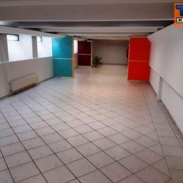 Na prenájom kanceláriu v Trnave na Hospodárskej ulici o výmere 90 m2. Výška nájmu je 450 eur/mesiac + DPH a energie. Parkovanie je v cene. K ...