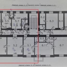 KRÁSNA HISTORICKÁ POLYFUNKČNÁ BUDOVA V TRENČÍNE S POTENCIÁLOM BYTOVEJ VÝSTAVBY V PODKROVÍ. ROZLOHA 5 × 160 m2.