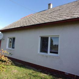 Na predaj priestranný rodinný dom 170 m2,veľký pozemok 5102 m2, Málaš, Levice. Dispozícia domu - vstupná chodba z ktorej sú samostatné vstupy do ...