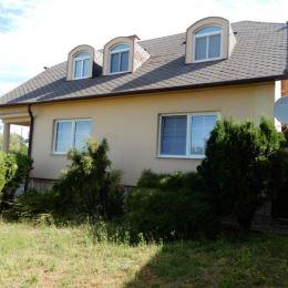 Na predaj pekný rodinný dom, 200 m2 a celková výmera pozemku je 1070 m2, širšie centrum, Levice. Dom je sčasti podpivničený. V dome na prízemí sa ...
