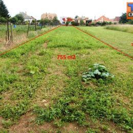 Na predaj rovinatú záhradu v obci Dolné Dubové, okr. Trnava. Záhrada má výmeru 755 m2 (šírka cca 6,7 m). Pozemok sa nachádza v zastavanom území obce, ...