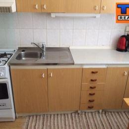 Na predaj 2,5 iz.byt situovaný vo výbornej lokalite Bratislava-Ružinov. Byt sa nachádza na Komárnickej ulici a je v pôvodnom stave. Orientácia bytu ...