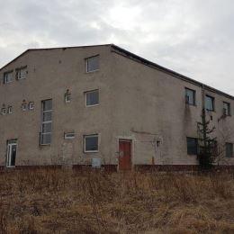 Na predaj výrobnú halu, ktorá sa nachádza za obcou Markušovce pri Spišskej Novej Vsi. K hale vedie betónová prístupová cesta vhodná aj pre kamionovú ...