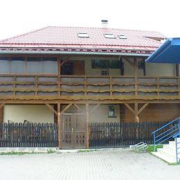 Na predaj trojpodlažnú budovu o celkovej rozlohe 305 m2 v centre obce Mníšek nad Hnilcom. Budova je momentálne vužívaná ako ubytovňa. Dispozične ...