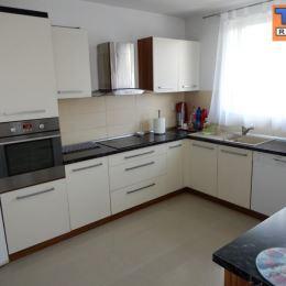 Na predaj dvojpodlažnú 4KK novostavbu rodinného domu v Žiline, časti Bytčica o zastavanej ploche cca 71m², úžitkovej plochy cca 118m² a celkovej ...