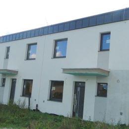 Na predaj dva rozostavané domy, ktoré sú identické a nachádzajú sa v mestskej časti Žilina-Závodie. Zastavaná plocha domu je 62 m2 a veľkosť pozemku ...