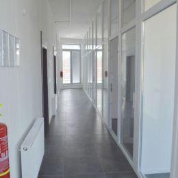 Na prenájom kancelárske priestory o celkovej výmere 215m2 (bez terás). Nachádzajú sa na 3.podlaží novostavby v širšom centre Žiliny. Priestor tvoria ...