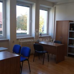 Ponúkame na prenájom kanceláriu veľkosti 30 m2 v centre Nitry na Sládkovičovej ulici. Kancelária sa nachádza na frekventovanej ulici na 1. poschodí. ...