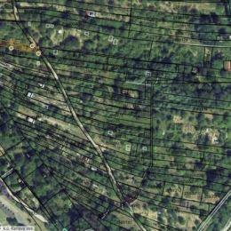 Na predaj záhradu situovanú vo výbornej lokalite Bratislava-Karlova Ves. Výmera záhrady je 580 m2. Pozemok je situovaný na svahovitom teréne v ...