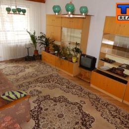 Na predaj 3 iz.byt situovaný vo výbornej lokalite Bratislava-Petržalka.Byt sa nachádza na 5/12 poschodí na Romanovej ulici. Orientácia bytu je na JV. ...